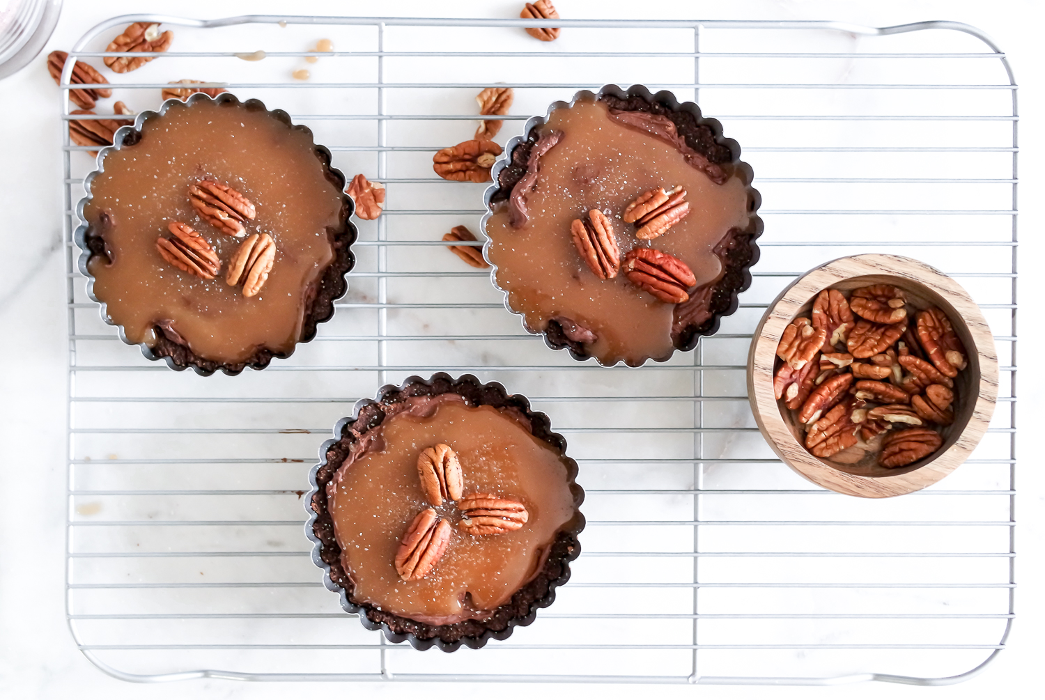 Let's Have A Ménage à Tarte: Salted Caramel Brownie Tarts
